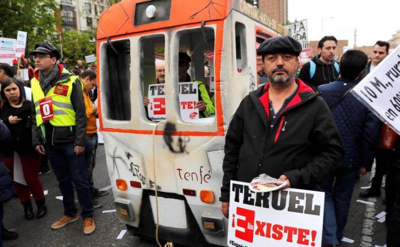 Miles de personas marchan en Madrid mientras la despoblación sacude la España rural