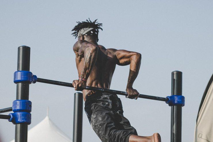 ejercicios espalda con barra fija